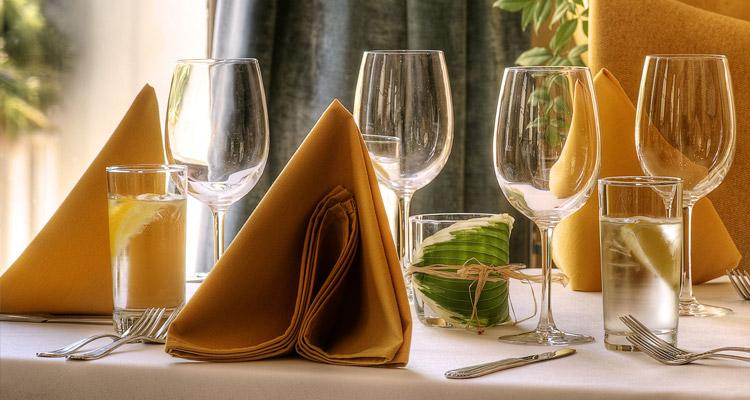 Asztaldekoráció, papír szalvéta, papír terítő, textilhatású szalvéta és terítő